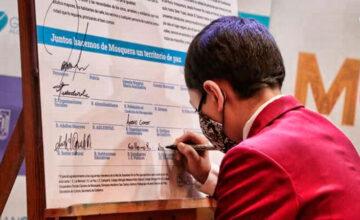 Nicolas firma carta de la paz en mosquera